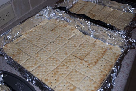How to make Christmas Crack using saltine crackers