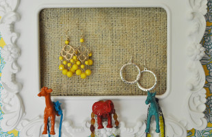 Eclectic Burlap Jewelry Holder Feature