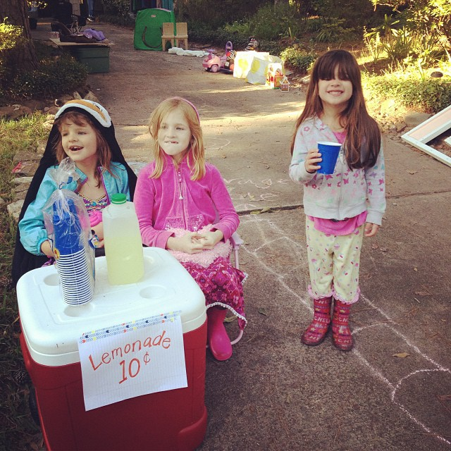 girls lemonade stand
