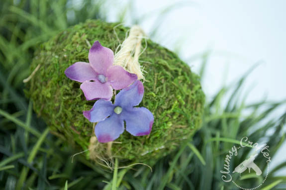 Pretty floral easter egg you can make with moss