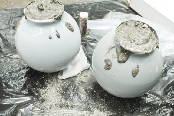 How to make concrete garden balls