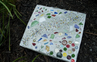 how to make a diy stepping stone for your garden