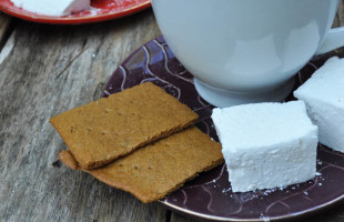 So Fluffy and Easy! Homemade Marshmallows