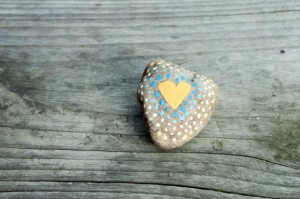 love rocks - simple painted hearts and a great surprise for people to find