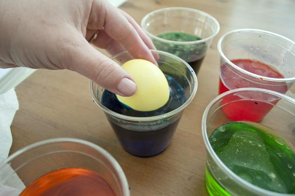 different ways to dye easter eggs