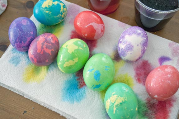 Marbled Easter Eggs with Butter! - Clumsy Crafter