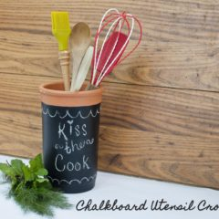Chalkboard Utensil Crock - quick and easy chalkboard craft for your kitchen
