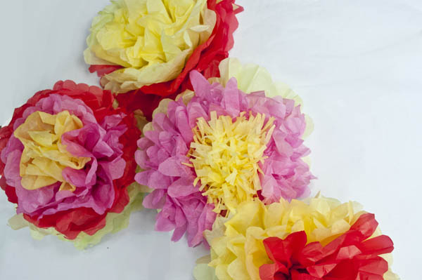 How to make mexican tissue paper flowers clumsy crafter how to make mexican tissue paper flowers mightylinksfo