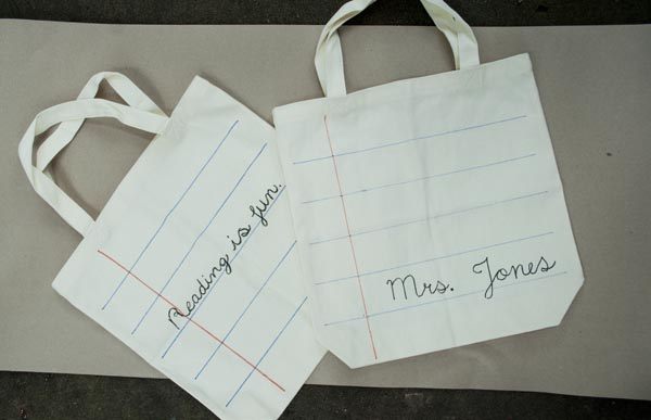 Simple teacher gifts - cute personalized tote bags that are easy to make!
