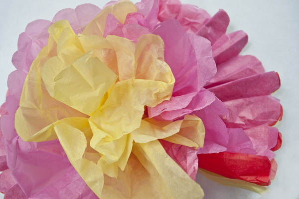 How to make mexican paper flowers with tissue paper how to make mexican tissue paper flowers clumsy crafter mightylinksfo