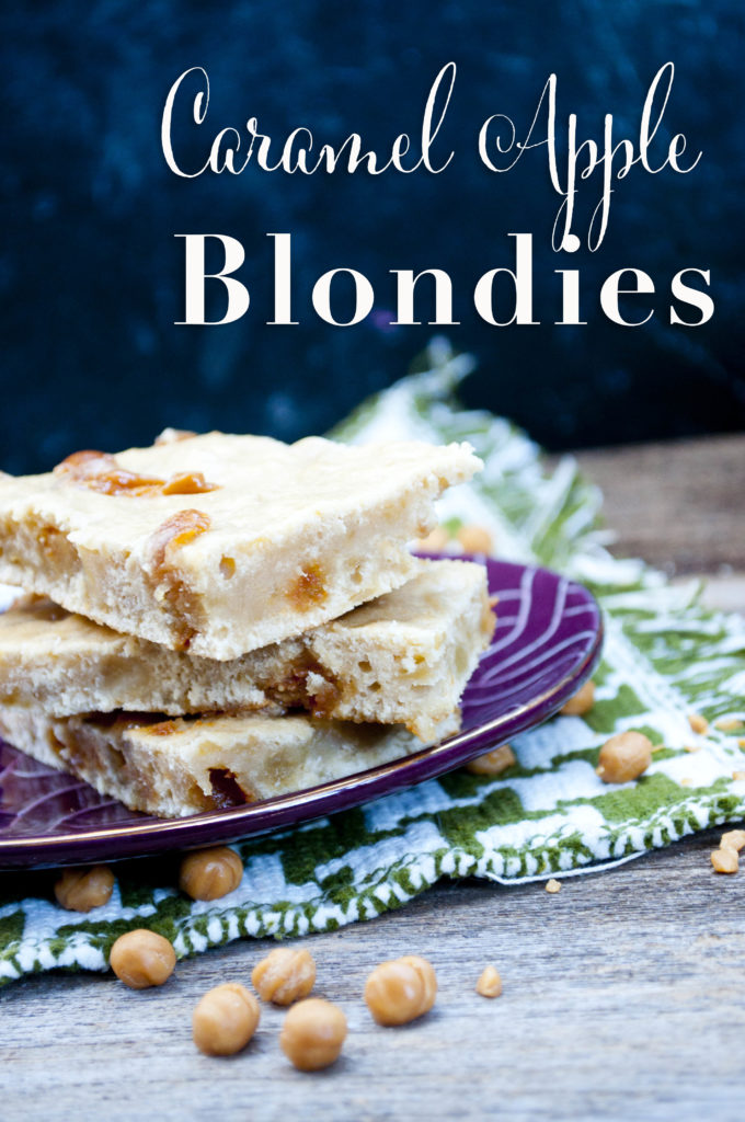 caramel apple blondies - so delicious and the perfect fall treat!