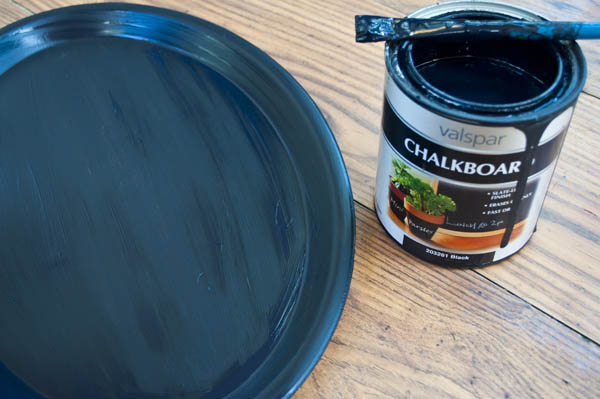 easy chalkboard using a platter from the dollar store