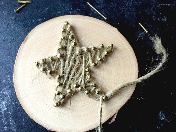 string art christmas ornaments - so easy and fun for a rustic christmas tree