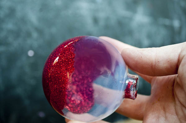 glitter ornaments by clumsy crafter