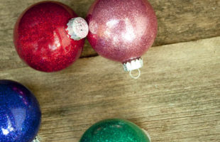 DIY Glitter Ornaments – What Should You Use To Make Them – Polycrylic or Floor Polish?