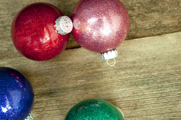 easy glitter ornaments that you can make