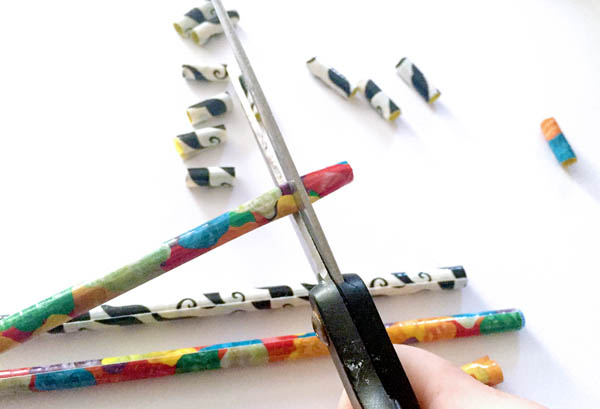 Making colorful beads by wrapping a straw with duct tape