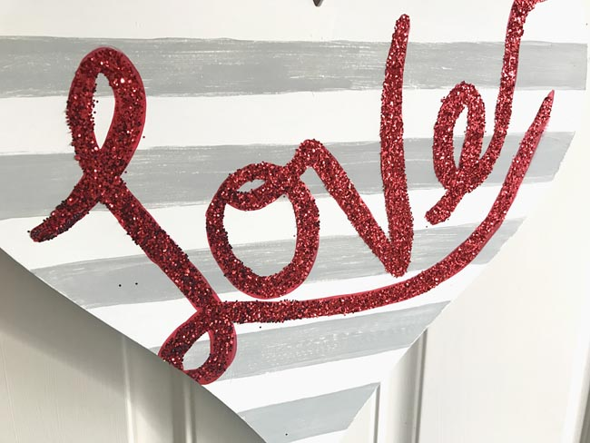 Easy glittered valentine's day sign