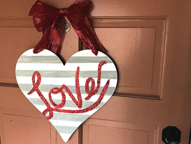 diy glittered love sign