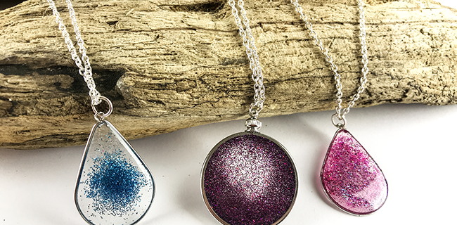 You Can Make This! Floating Glitter Necklace Using Resin