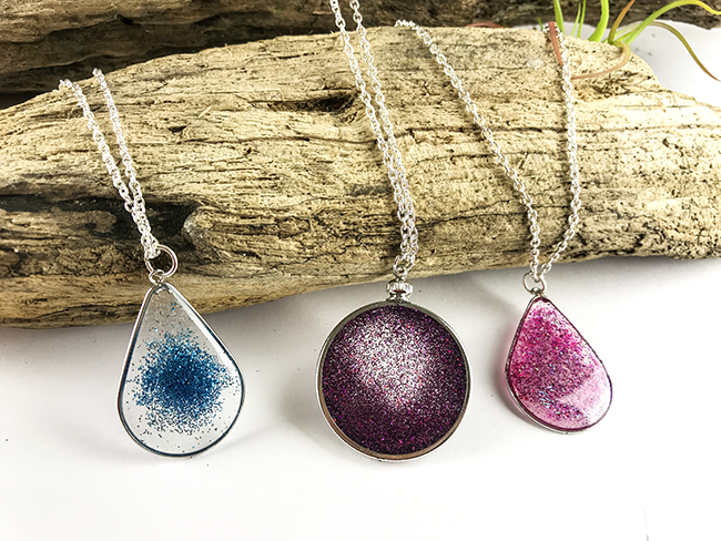 Floating glitter necklace resin jewelry tutorial glitter makes me happy shiny things make me happy shiny things with glitter bliss awhile back i saw a picture of a piece of jewelry that looked like a aloadofball Gallery
