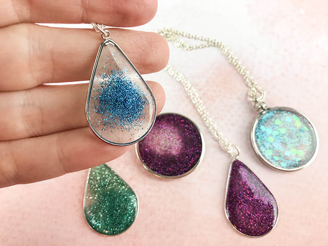clear floating glitter resin necklace tutorial