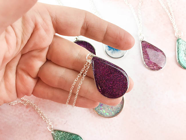 Diy floating glitter necklace use glitter resin to make this glitter resin pendant tutorial you can make this aloadofball Gallery