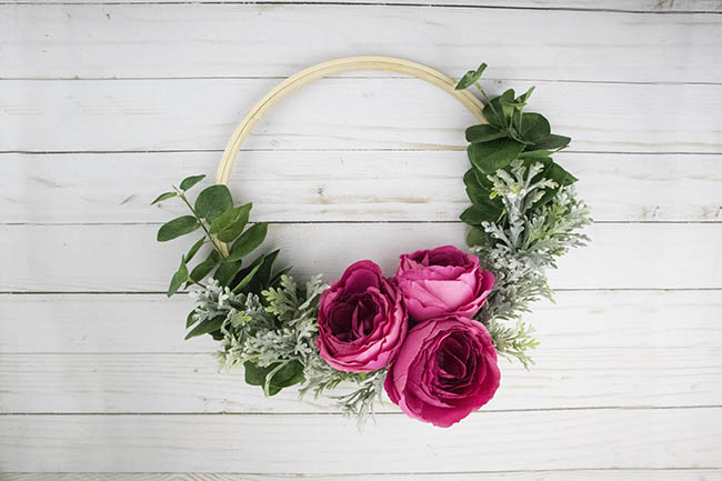 How to make a hoop wreath