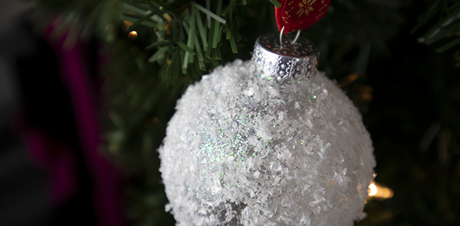 Snowball Christmas Ornament – Easy DIY Christmas Ornament