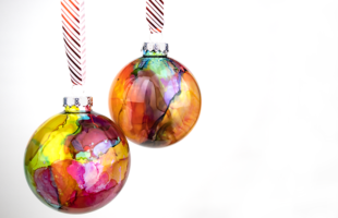 DIY Watercolor Effect Ornaments Made with Alcohol Inks