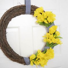 Easy DIY Spring Wreath – 10 Minute Craft