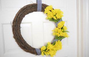 Easy DIY Spring Wreath – 10 Minute Craft