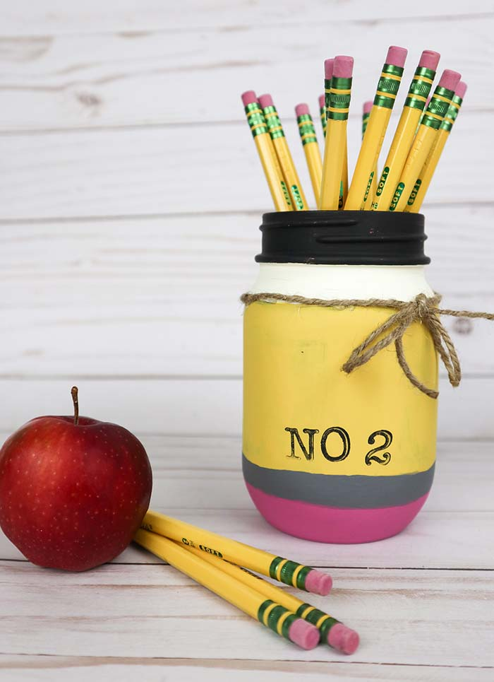 Simple Mason Jar Idea - Painted Pencil Mason Jar - Great teacher gift idea