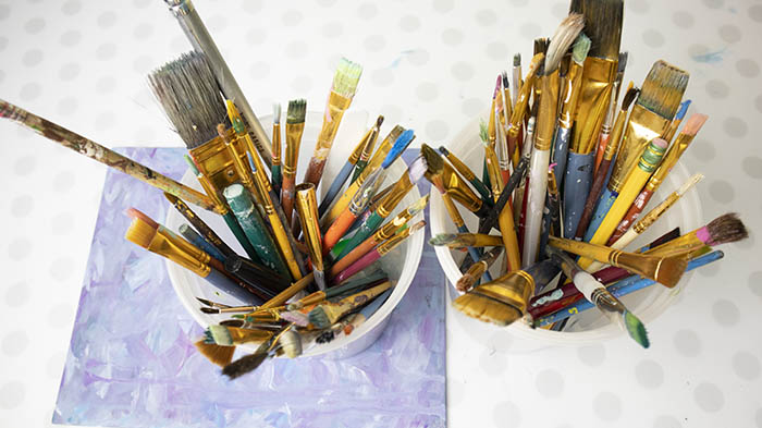 what paintbrush should you use with acrylics?