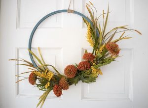 Easy Fall Decor – DIY Hoop Wreath